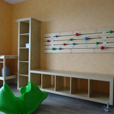 Le hall d'accueil...et un casier pour chaque enfant.